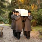 Begrafenisverzorging van Asselt - dragers grijze jas